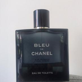 Chanel Bleu EDT sælges, flasken er 100ml og der er ca 30ml tilbage 😊  Kan sendes på købers regning med dao