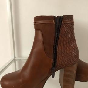 Super flotte støvler, nærmest som nye ☺️