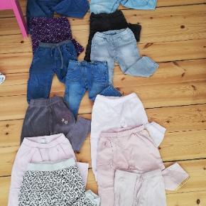 6 par joggingbukser, 5 par blødt cowboy stof, 2 par velour bukser og 5 leggins. Sælges samlet for 100,- - De indgår også i samlet tøjpakke der findes på profilen!