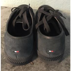 Læder sneakers. Brugt meget lidt. Indvendig længde: 29 cm.