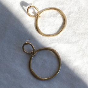Smukke guld hoops, ikke ægte guld - aldrig brugt  Kan sendes med postnord for 10 kr