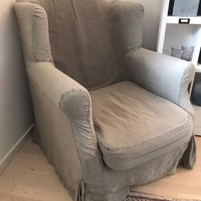 SUPERLÆKKER og komfortabel lænestol købt i La Maison, Aarhus. Hørbetrækket er nemt at tage af og vaske. Stolen måler 80 cm i bredden og 95 i højden - og man sidder supergodt i den👍🏻 STOLEN SKAL SÆLGES PGA FLYTNING OG FJERNES 22.9 HVIS DEN IKKE ER SOLGT.