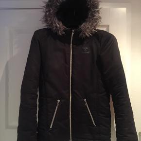 Vinter jakke fra Hummel str 14 år