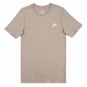 Sælger denne fede, beige Nike t-shirt, da jeg ikke bruger den længere - byd!:)