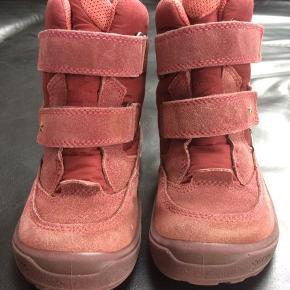 8d35bee6be7 ECCO goretex vinterstøvler med for og velcro luk til pige str 28. Brugt af 1