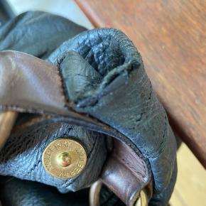 Super smuk Mulberry Mitzy Hobo bag. Købt på Strøget i 2008. Brugsspor. Hul ved rem og let slid på læderet, prisen er sat derefter. Brugt men stadig fin. Bytter ikke.