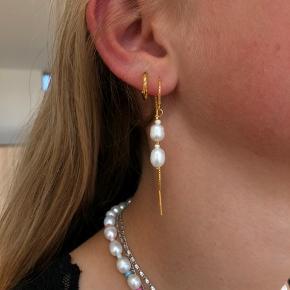 Endnu flere fine perlesmykker  Smykkerne er lavet af 925 forgyldt Sterling sølv, og er derfor i god kvalitet.  Kæde: 70,- Hoop: 50,-  Send os endelig en dm for spørgsmål eller bestilling