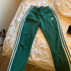 Grønne Adidas jogging bukser str 164, ny pris 370 kr BYD