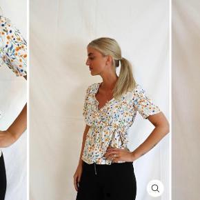 Sælger denne søde trøje fra pieces, købt på itsmay.dk. Den er udsolgt i næsten alle størrelser på hjemmesiden og koster 180 -, fra ny. Min er blevet brugt en enkel gang, så derfor vil jeg gerne tæt på nypris. Jeg sender desværre ikke billeder med den på, da den ikke passer mig 🌞🌞