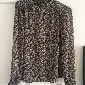 Rigtig fin bluse, der kan bruges til alt.
