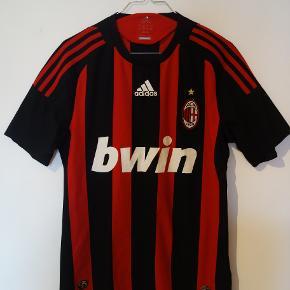 AC Milan trøje i str Small. Fra sæsonen 2008/2009  tags: Fodbold, Fodboldtrøje, Fodboldtrøjer, Milano