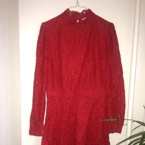Virkelig fin rød blonde kjole fra Other Stories i str 40 (passer str. M). 😊