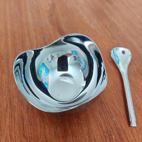 Sød lille sukkerskål eller til salt, slik eller andet! Ø: 70 mm  Aldrig brugt.