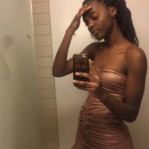 Mega pæn kjole, som kan bruges til lidt finere begivenheder ✨