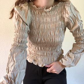 Super smuk bluse fra ukendt mærke. Den er meget stretchy og sidder derfor godt på kroppen.  # Ganni, h&m, Zara, Baum und pfergarden, monki, weekday, ginatricot, vero moda, only, pieces