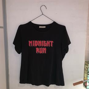 Sælger denne fine trøje fra samsøe samsøe. Det er en L, men den er lille i størrelsen.