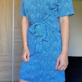 🌸sælger denne dejlige kjole fra pieces🌸 Den er brugt få gange sidste sommer⭐️ Skriv endelig ved spørgsmål💙