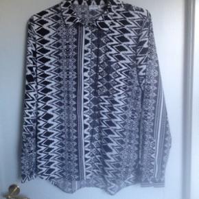 Skjorte fra Jaqueline de Yong. Str 36. Brugt men i fin stand.
