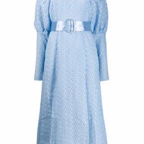 Smuk kjole fra rotate, det er en str 42 men den passer en str 40