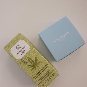 30 ml restoring facial oil - CBD / vegansk.  Np 245,-   50g valquer shampoobar svare til 400-600 ml. Dufter himmelsk, er vegansk.  Np 75,-