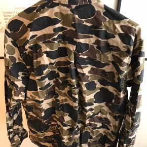 Camo-skjorte fra Carhartt. Brugt få gange.