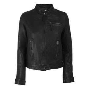 Fed jakke fra MDK model Karla.  Bytter ikke.