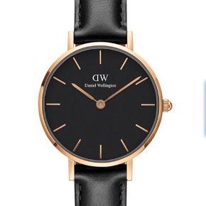 Daniel Wellington ur, skiven fejler ingenting, men remmen har lidt slidtage (kan udskiftes i en smykkebutik). Sælges billigt.