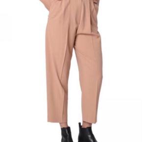 0ce2849a Varetype: Chinos Farve: Laksefarvet Oprindelig købspris: 2600 kr. Fine  bukser fra Acne