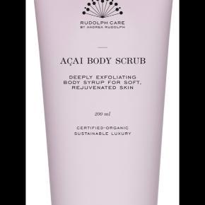 Acai body scrub. 200 ml.  Fået i gave for et par uger siden. Har ikke emballagen længere men den er ubrugt.  Køber betaler Porto.