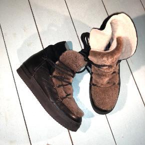 Vinterstøvler fra Billi Bi  Materiale: kombination af skind/ruskind og pels (fake) God stand  Byd gerne 🥳