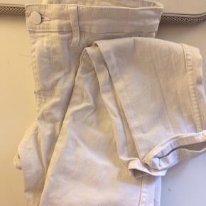 Brugt 2-3 gange Str 36-38 Hvide bukser fra h&m