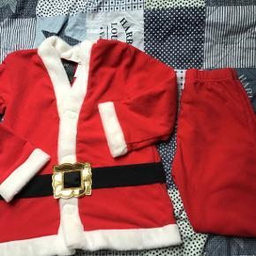 Fint julemandstøj fra H&M str. 122/128. Kun brugt en enkelt gang. Nypris er 179 kr.
