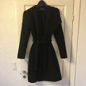 Lækker filt agtig jakke fra Only er desværre blevet for lille😅