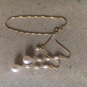 Øreringe 399 - armbånd 140kr - forgyldt sølv med ferskvandsperler - køb sættet for 500kr