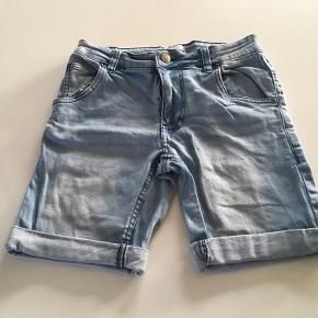 Fede shorts, aldrig brugt.