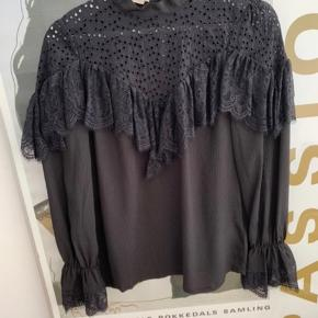 Super fin baum bluse - brugt en gang ellers har den bare hængt i skabet :-)   Ny pris: 1400 - BYD gerne!