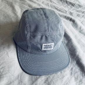 Sælger denne stribede kasket / cap fra Norse Projects.   Kan enten sende eller mødes og handle i Kbh og omegn.