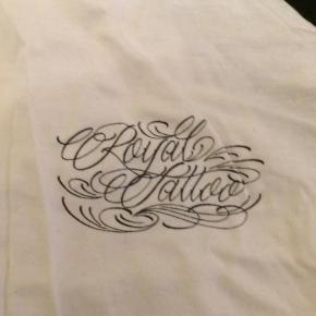 Royal tattoo baseball t-shirt i str m næsten som ny