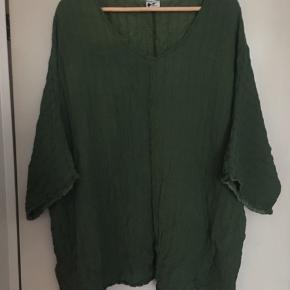 silke bluse fra Praechtig Berlin passer str l/xl