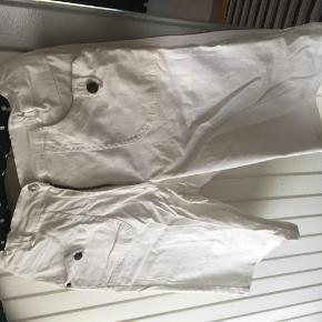 Varetype: shorts Farve: hvid Prisen angivet er inklusiv forsendelse.  incl porto