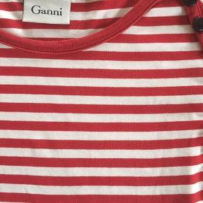 Rigtig sød, stribet bluse fra Ganni. Fejler intet.