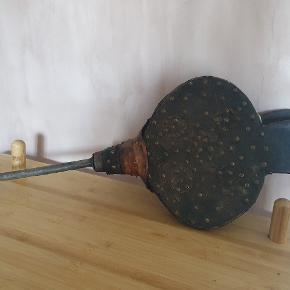 Gammeldags blæsebælg med patina. Kan hænge på væggen
