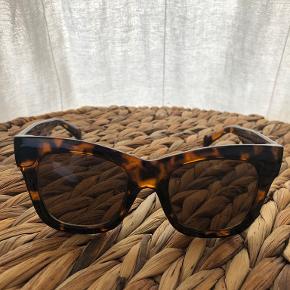 Weekday solbriller
