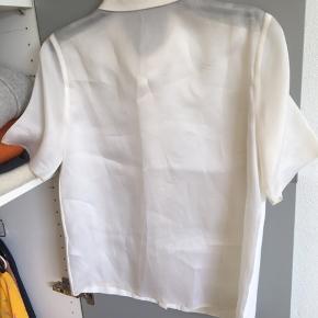 Tiger of Sweden skjorte, str 36, brugt få gange, sælges da jeg ikke får den brugt. Skriv hvis du har flere spørgsmål eller hvis du ønsker billeder 😊