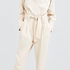 Sælger denne seje buksedragt!   Str. small   BYD gerne !