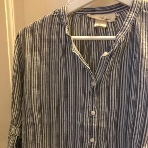 Super fin skjorte med kinakrave største xs, men fitter en str s 💜