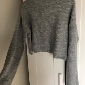 Sweater fra h&m str. S. Lidt brugsmærker i form af lidt fnuller hist og her