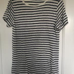 Stribet tshirt I hvid og blå fra Gestuz i lækker blød hør lignende kvalitet. Aldrig brugt.  Køber betaler fragt.
