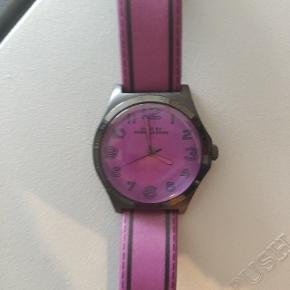 Flot ur fra Marc Jacobs   Skal have skiftet batteri, derfor den lave pris