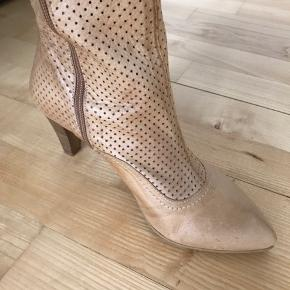 Helt nye Mentor støvler. Aldrig været brugt. Købt på tilbud til 1000,-  Ny pris 1600,-